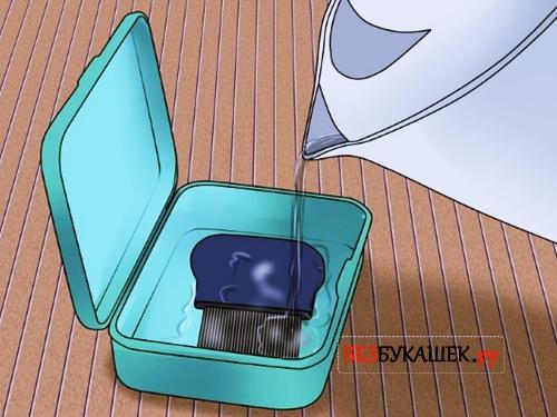 Обработка гребня для вычесывания вшей и гнид кипятком